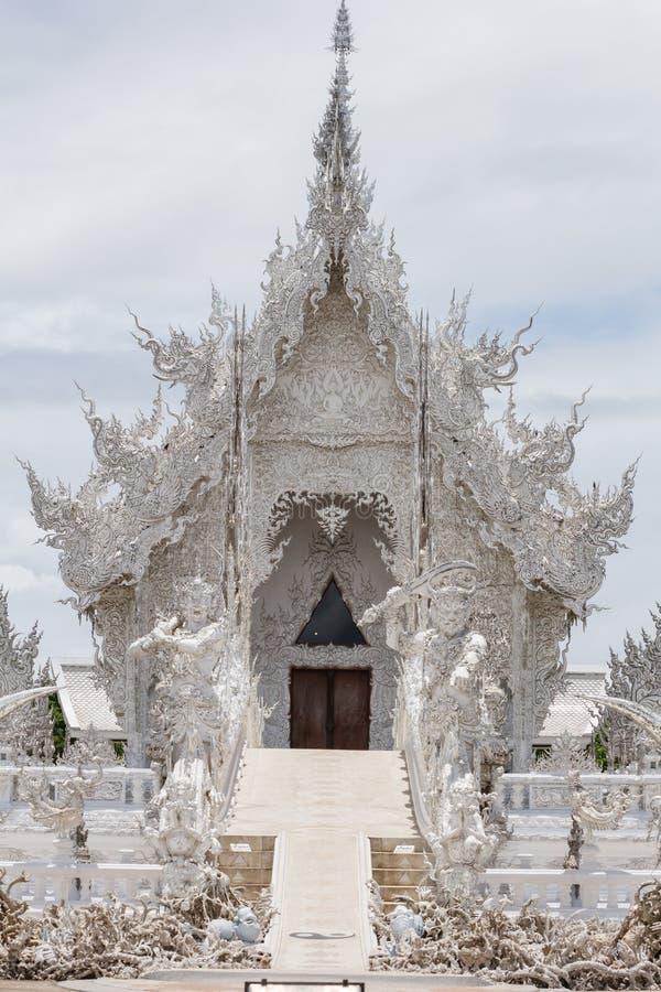 Висок Wat Rong Khun около Chiang Rai стоковые изображения rf