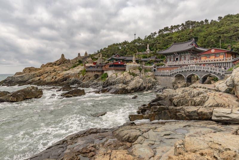 Висок Yonggungsa увиденный от моря стоковое изображение rf