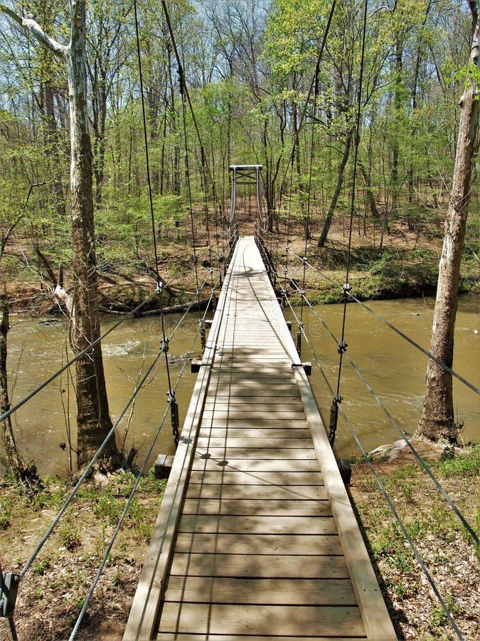 Висячий мост в парке штата реки Eno стоковое фото