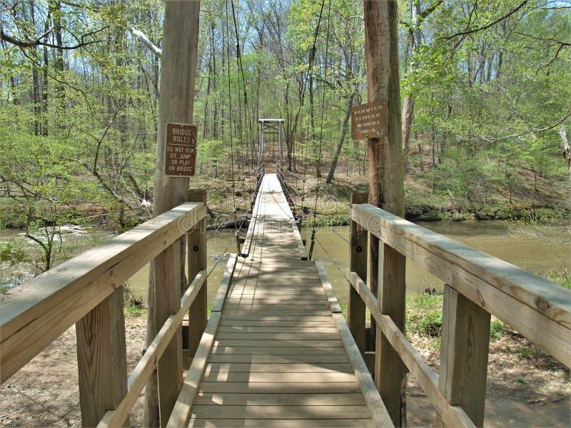 Висячий мост в парке штата реки Eno стоковые изображения rf