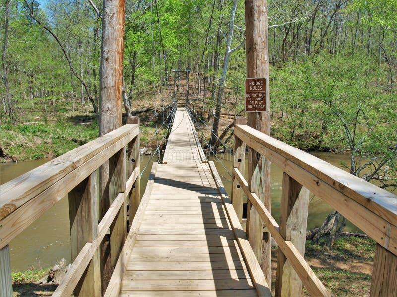 Висячий мост в парке штата реки Eno стоковая фотография rf