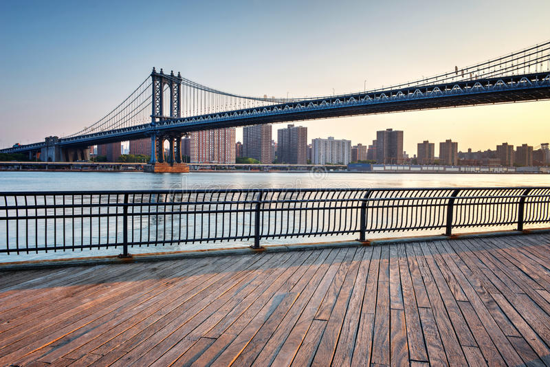 Висячий мост Манхаттана через Ист-Ривер стоковая фотография rf