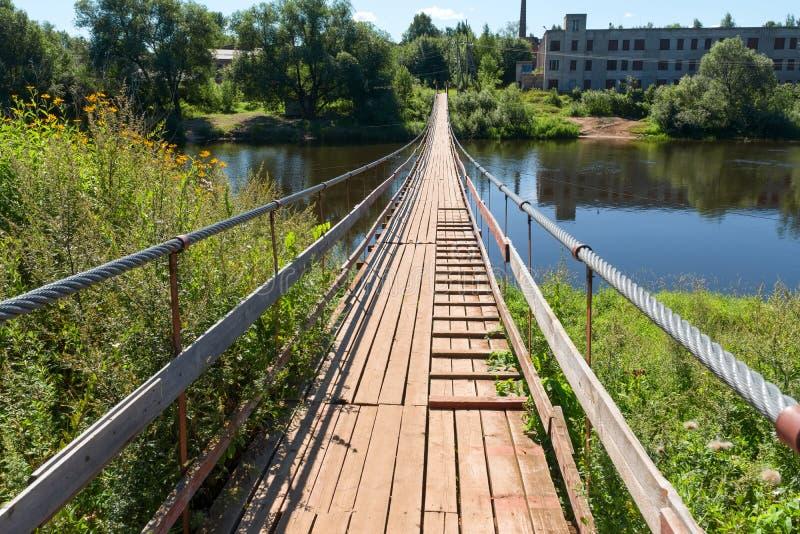Висячий мост над рекой Msta стоковые изображения