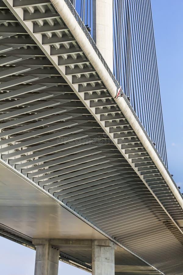 Висячий мост над прогоном Ada и деталью опоры - Белград - стоковая фотография rf