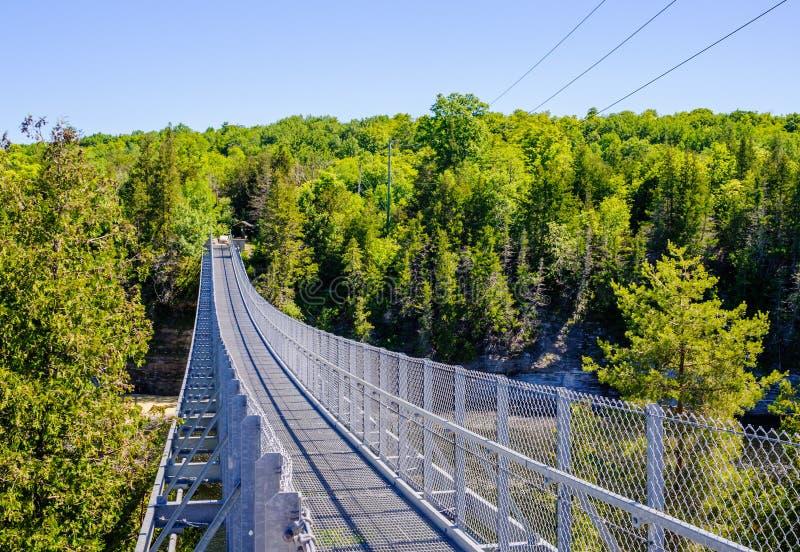 Висячий мост ущелья Ranney летом стоковое фото