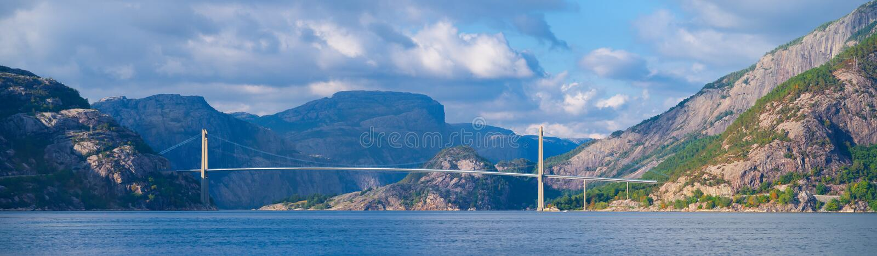 Висячий мост Lysefjord стоковое изображение rf