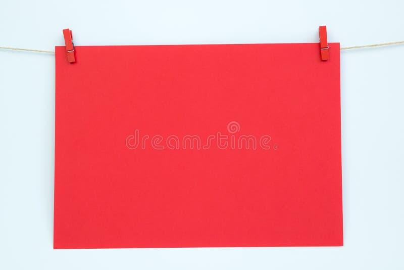 Вися бумажная карточка стоковое изображение