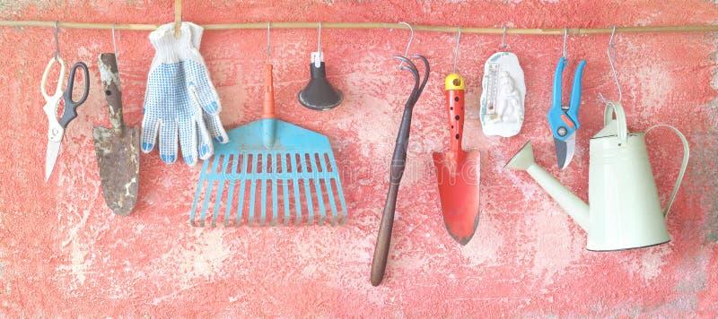 Вися садовничая инструменты стоковые фото