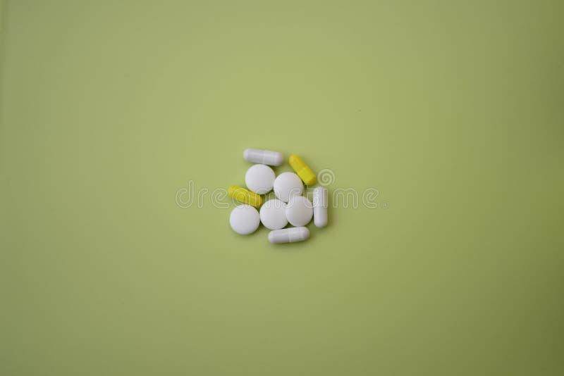 Витамины и таблетки стоковое фото rf