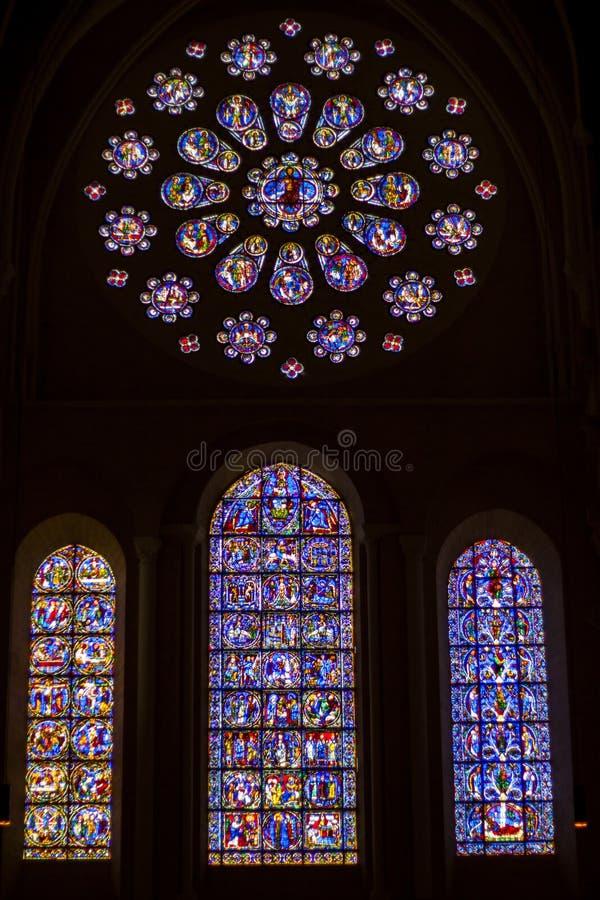 Витражи красоты старые в соборе нашей дамы Cha стоковые фото