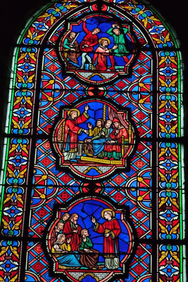 Витражи собора Gatien Святого в путешествиях, стоковое фото rf