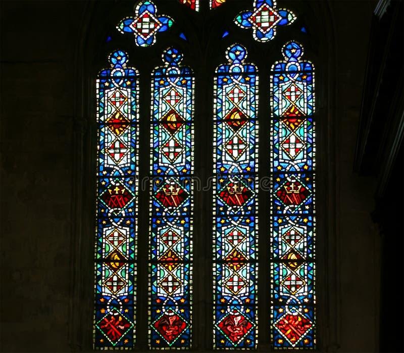 Витраж. Готический собор Святого Gatien, путешествий, Франции стоковые фотографии rf