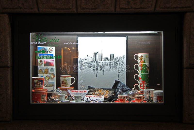 Витрина сувенирного магазина в милане, Италии стоковое фото