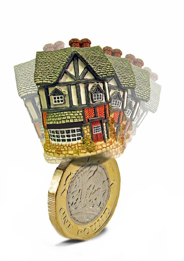 Вихлять ипотеки домашний на золотой монетке стоковое изображение
