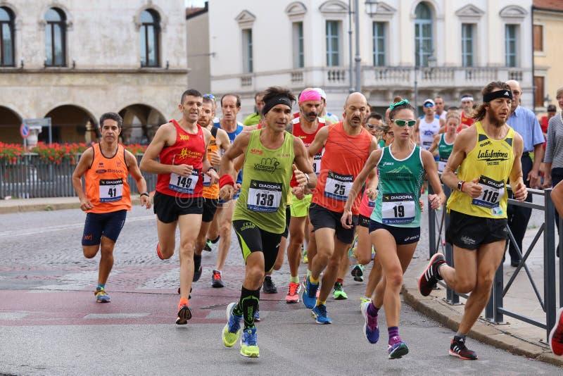 Виченца, Италия, 20-ое сентября 2015 бегунки ontario ottawa марафона Канады стоковые изображения rf