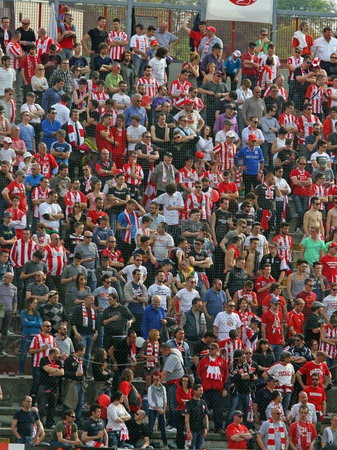 ВИЧЕНЦА, VI, ИТАЛИЯ - 6-ое апреля дует во время футбольной игры в стоковые фотографии rf