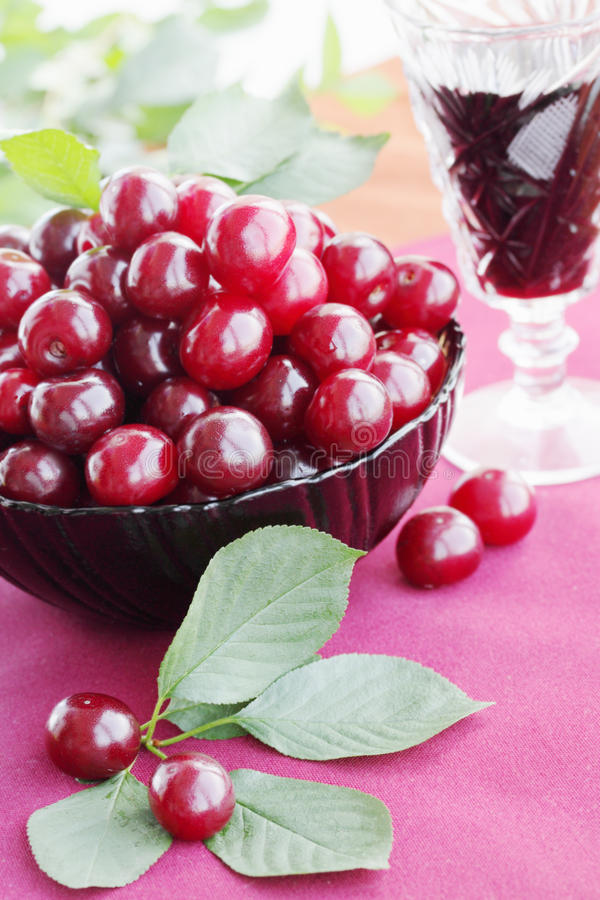 Download вишни стоковое изображение. изображение насчитывающей сок - 18384469