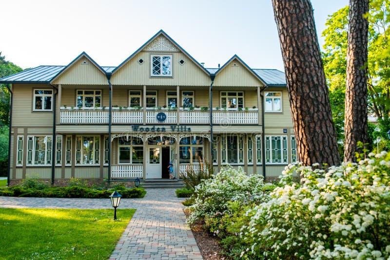 Вилла гостиницы Jurmala деревянная стоковые изображения rf