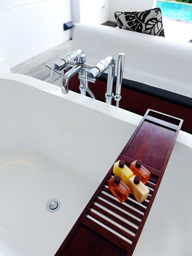 Вилла гостиницы, semi внешняя ванна стоковое фото