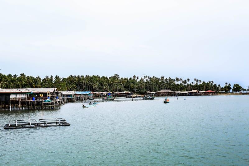 Вилла проживания в семье на малом острове стоковое изображение rf