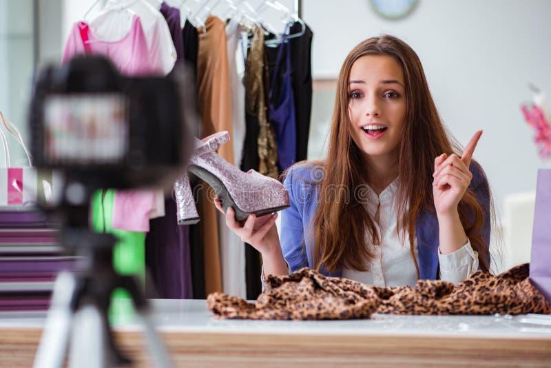 Видео записи блоггера моды для блога стоковые фотографии rf
