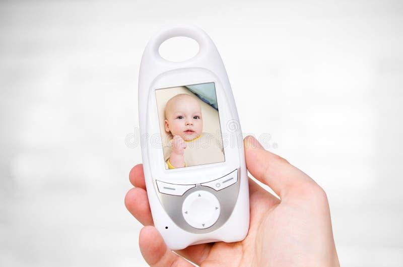 Видео- монитор младенца для безопасности младенца стоковое фото rf