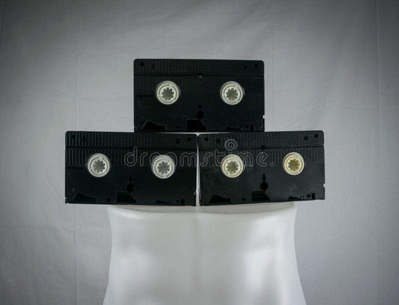 Видео- VHS кассеты стоя на манекене Ретро видео стоковое изображение
