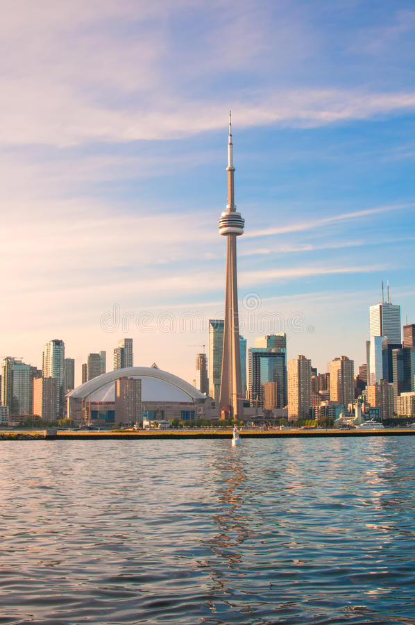 Вид на город башни и Торонто CN стоковое изображение rf