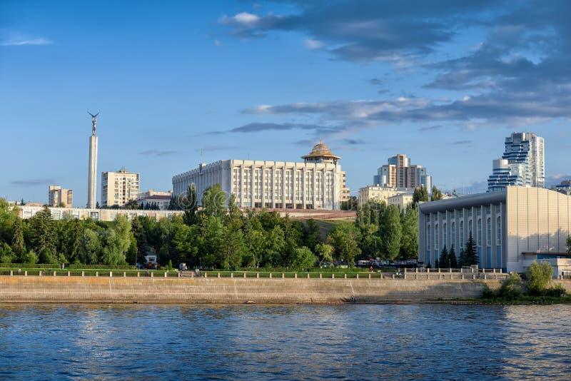 Вид на город самары от Рекы Волга Россия стоковое фото