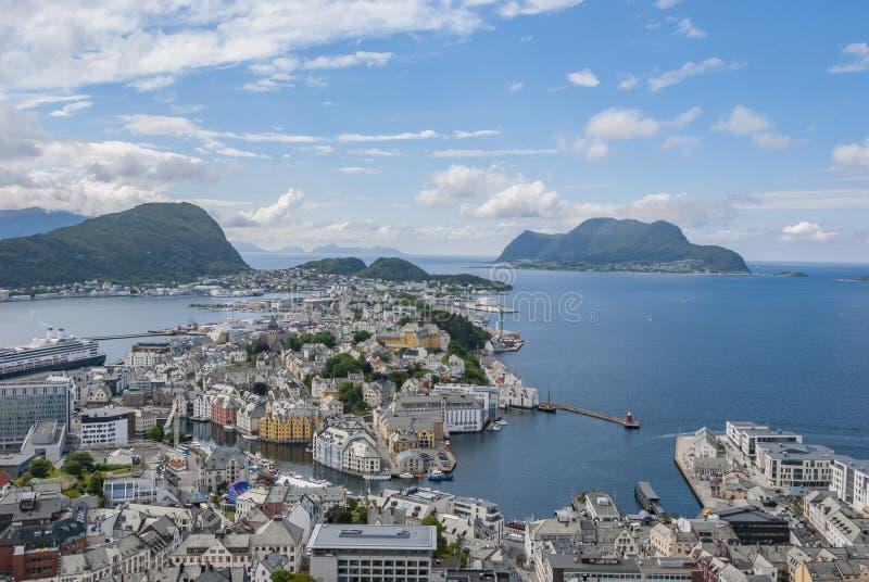 Вид на город Alesund сверху на Aksla стоковые изображения