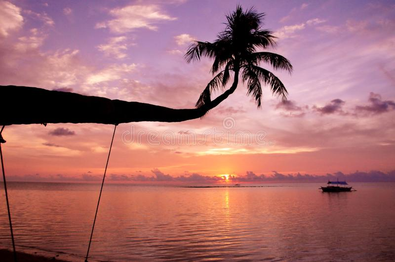 Вид на море и заход солнца стоковое фото rf