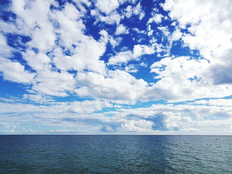 Вид на море и облака стоковые фото