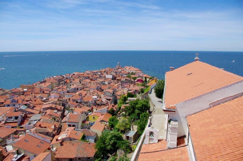 Вид на море над крышами, Словения Piran стоковые фотографии rf