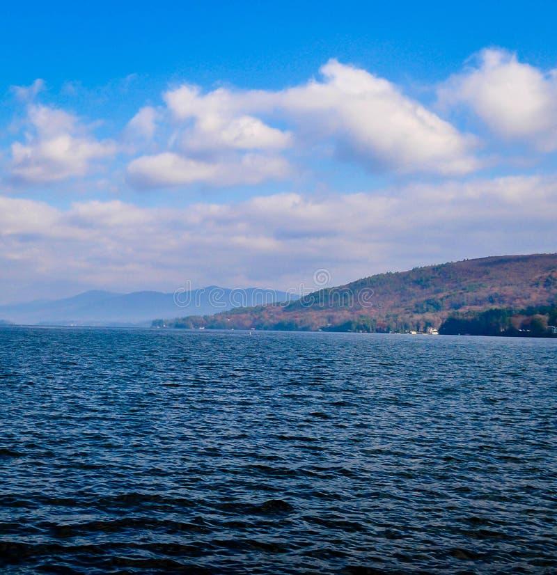 Вид на озеро Джордж стоковое изображение