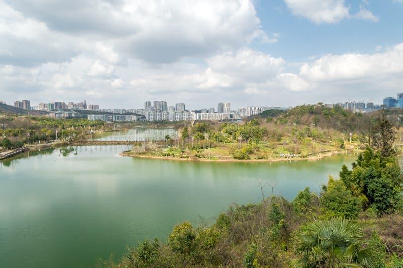 Вид на озеро 2 парка центра city†GuiYang» стоковая фотография rf