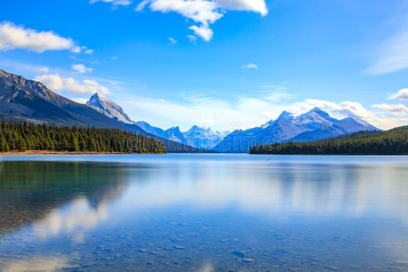 Вид на озеро Maligne стоковое фото rf