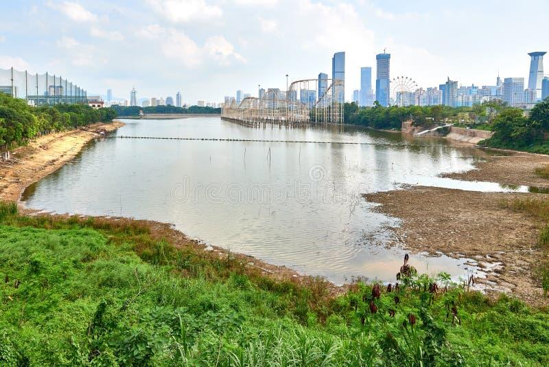 Вид на озеро Xiang Mi Hu города Shen Zhen стоковая фотография