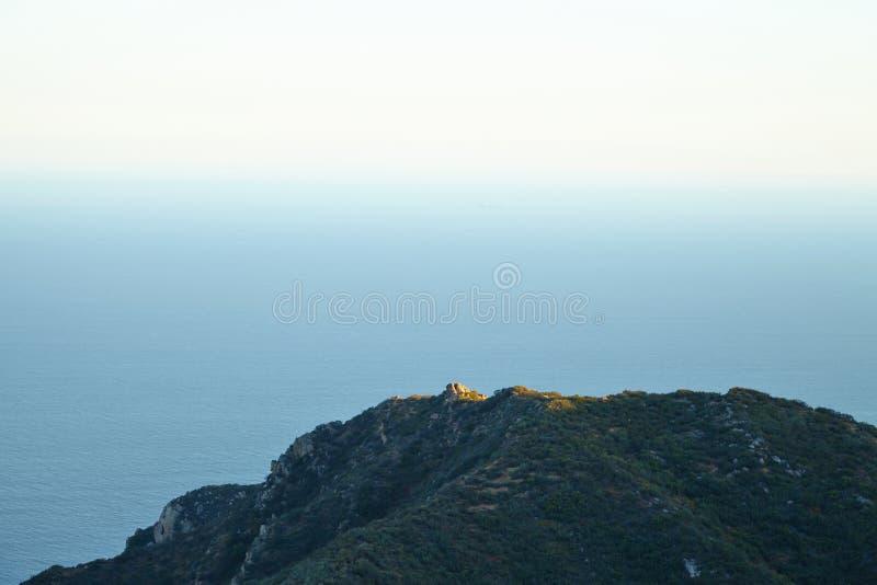 Вид на океан и геология, Malibu, CA стоковые фотографии rf