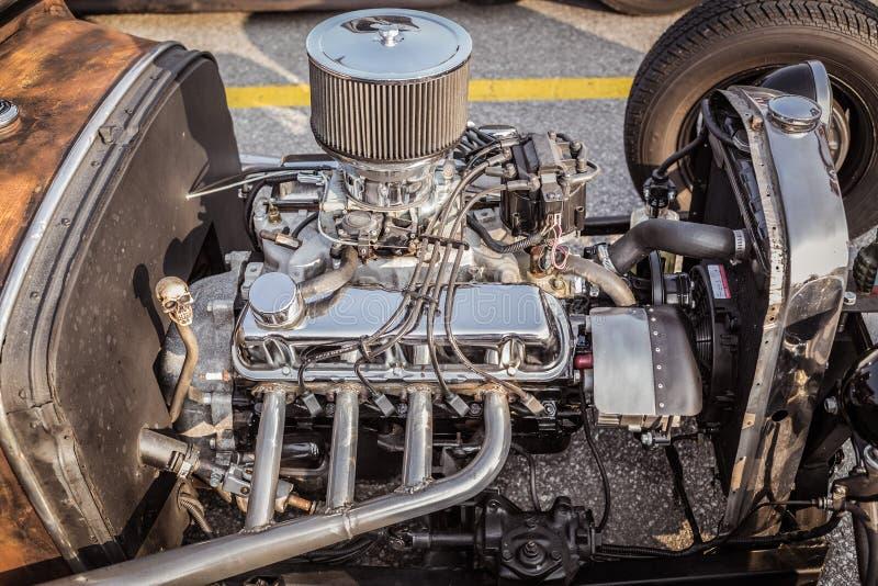 вид сбокуый крупного плана ретро классического винтажного двигателя автомобиля горячей штанги стоковые фото