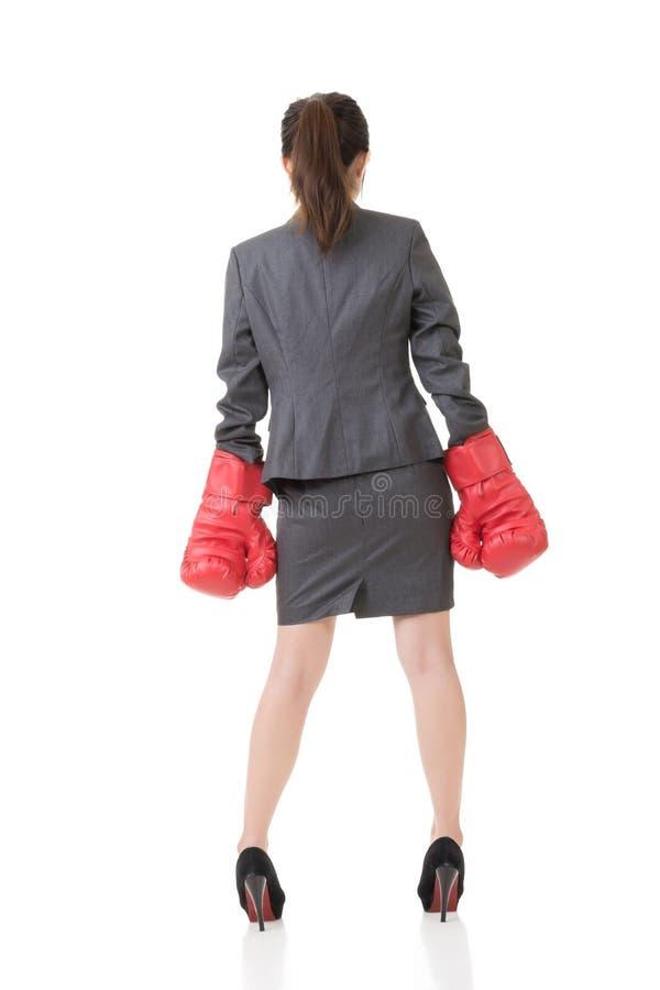 Download Вид сзади азиатской бизнес-леди с перчатками бокса Стоковое Изображение - изображение насчитывающей конкуренция, драка: 37925583