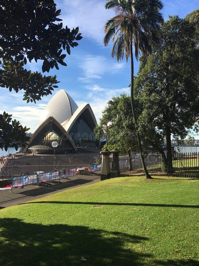 Вид сзади оперного театра Сиднея стоковые изображения