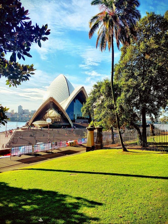 Вид сзади оперного театра Сиднея стоковые фотографии rf