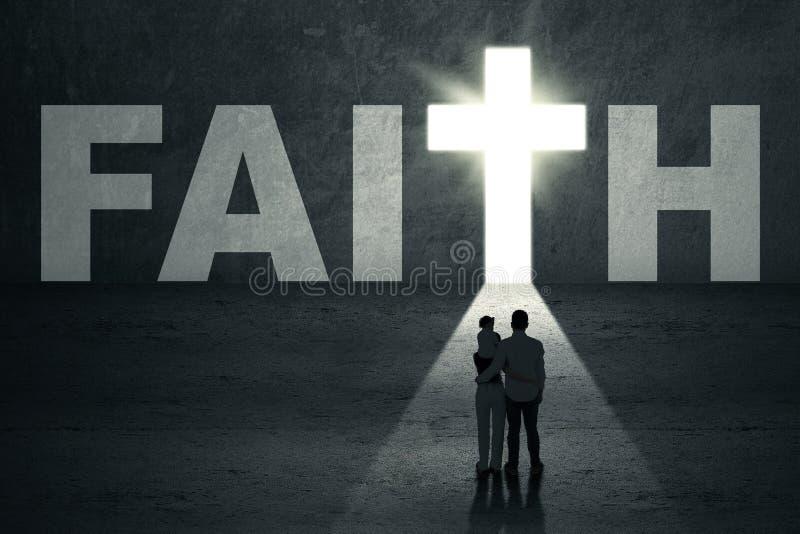 Вид сзади христианской семьи иллюстрация штока