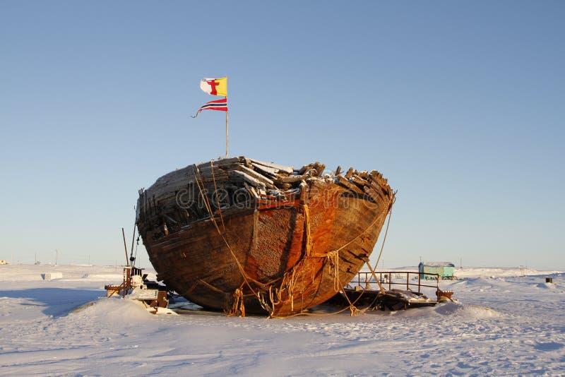 Вид спереди остаток кораблекрушением Maud, залив Nunavut Кембриджа стоковые изображения