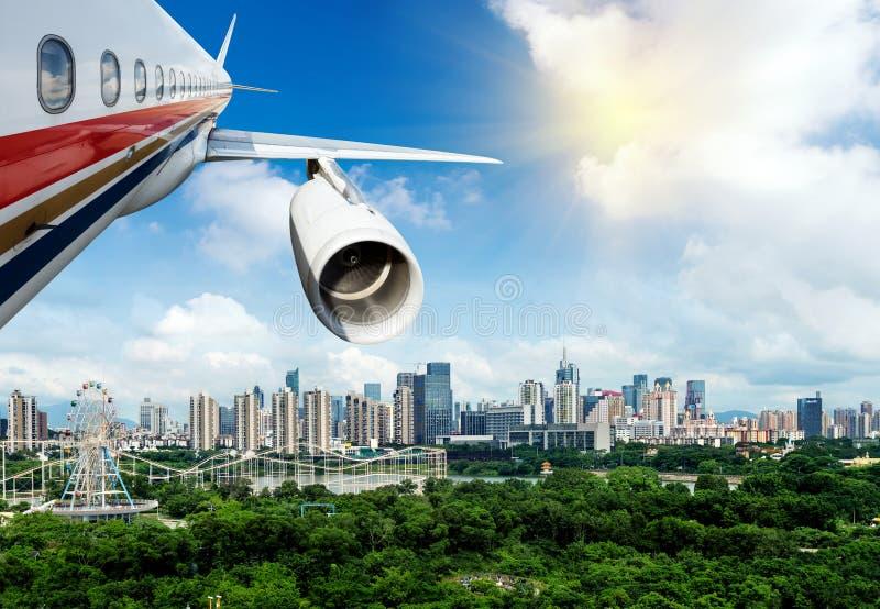 Download Вид с воздуха больших городов Стоковое Изображение - изображение насчитывающей плоскость, быстро: 37930901