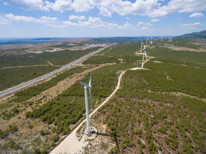 Вид с воздуха ветротурбин стоковое изображение rf