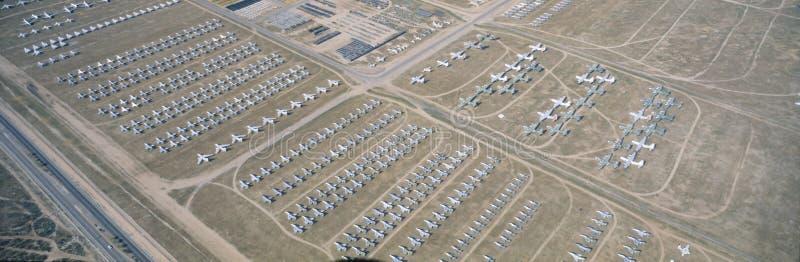 Вид с воздуха двора косточки, истребительной авиации F4 на Montham AFB, Tucson, Аризоне стоковые изображения rf