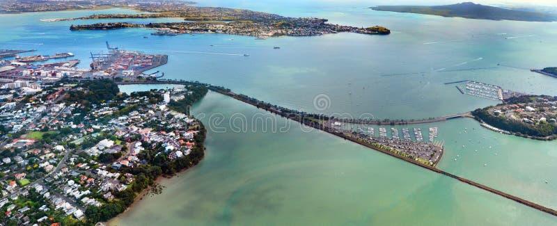Вид с воздуха входа гавани Waitemata в Окленде Новой Зеландии стоковая фотография