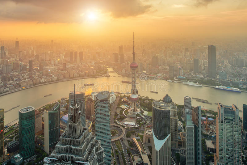 Вид с воздуха горизонта Шанхая на Lujiazui Пудуне стоковая фотография rf