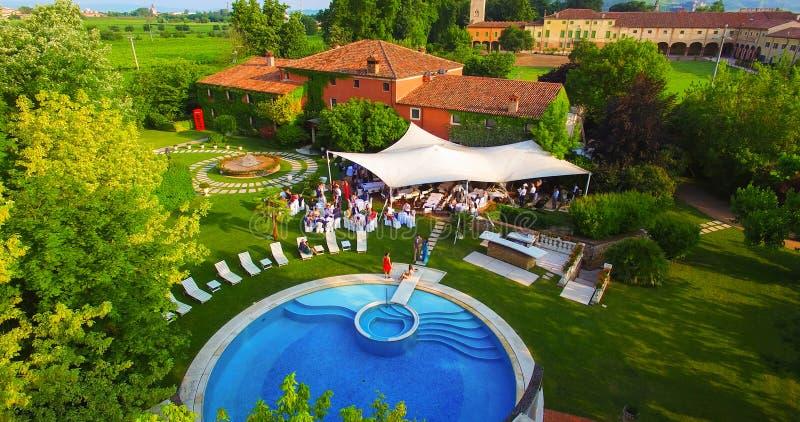 Вид с воздуха деревенского дома родины в Италии стоковые фотографии rf